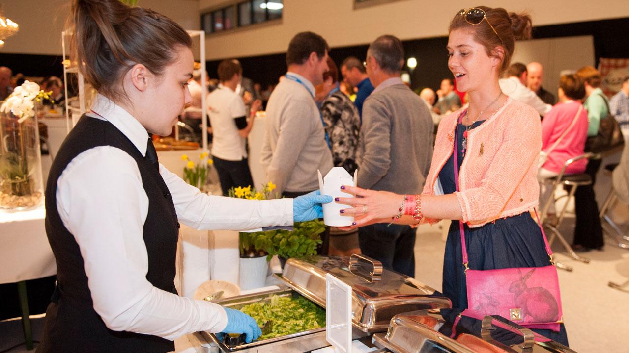 walking-diner-catering-feestzaal